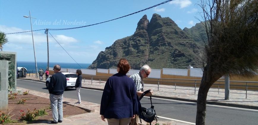 Turistas Mirador Los Hermanos Punta del Hidalgo